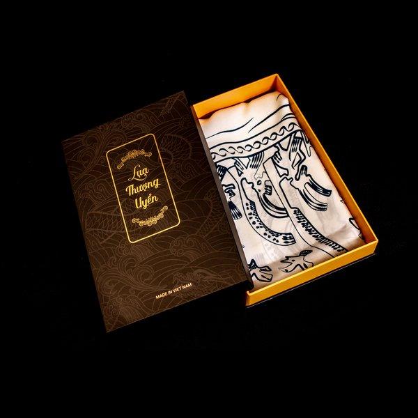 Hộp quà khăn choàng lụa tơ tằm tại Lụa Thượng Uyển