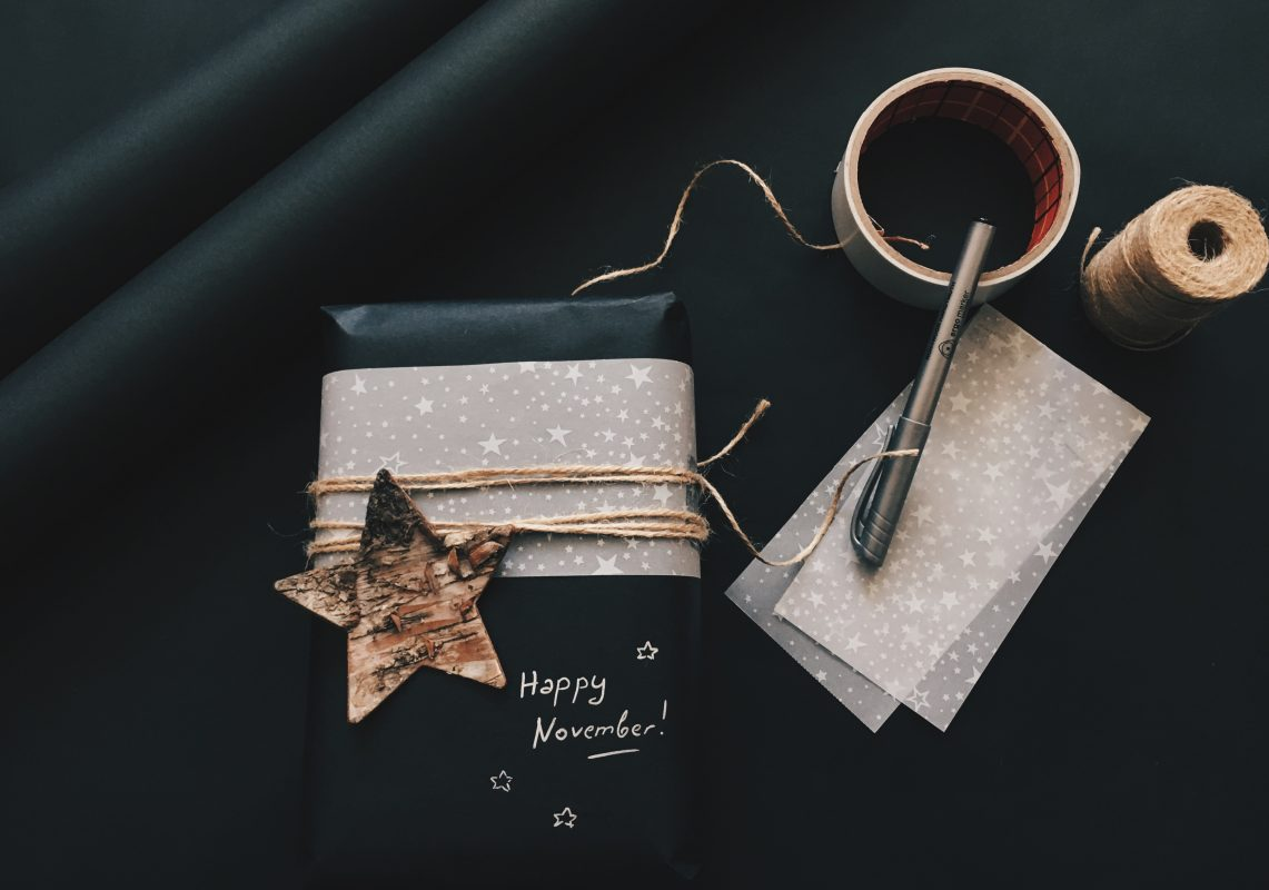 Có nên chọn khăn quàng cổ làm quà tặng cho người thân?